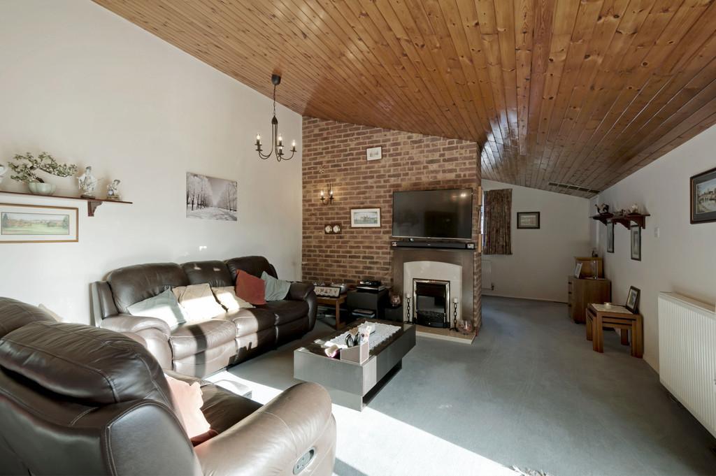 3 Bedrooms Detached Bungalow for sale in Upper Mill, Wateringbury