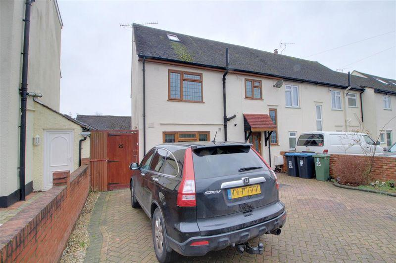 5 Bedrooms End Of Terrace House for sale in Ward Lane, Warlingham