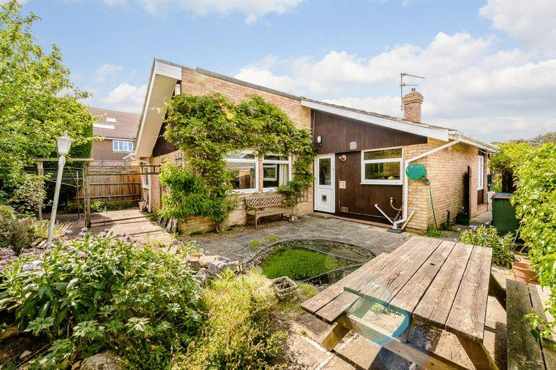 2 Bedrooms Detached Bungalow for sale in Station Road, Rudgwick