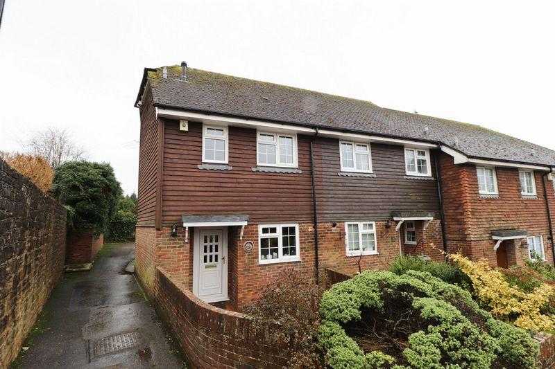 2 Bedrooms End Of Terrace House for sale in St Marys Close, Billingshurst