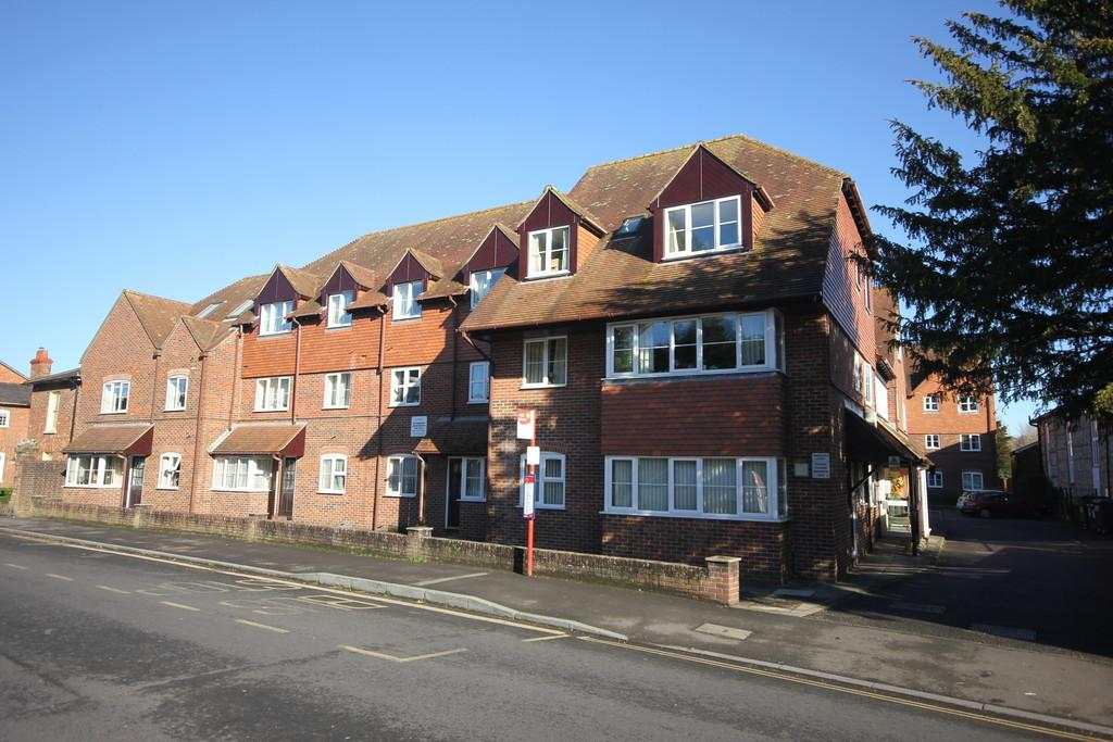 2 Bedrooms Apartment Flat for sale in PEMBROKE COURT, WEST STREET, WILTON, SALISBURY, WILTSHIRE, SP2 0DG