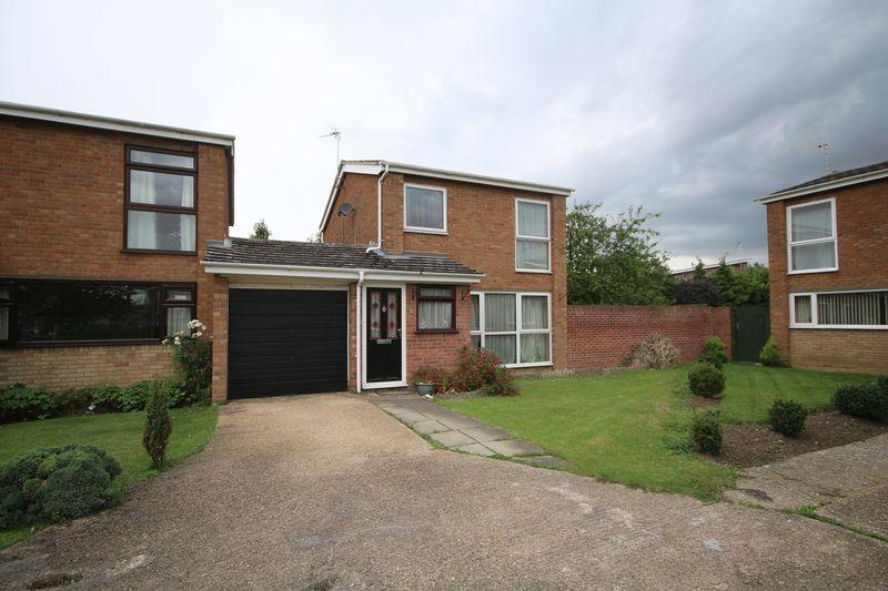 3 Bedrooms Detached House for sale in Herons Close, Ely