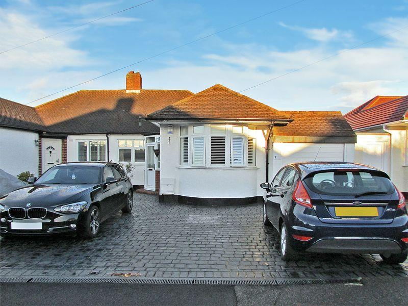 2 Bedrooms Semi Detached Bungalow for sale in Harefield Road, Sidcup