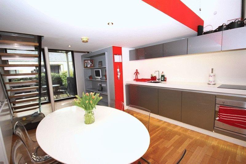 2 Bedrooms Terraced House for sale in Alder Street, Salford