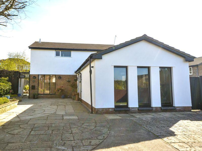 3 Bedrooms Detached House for sale in Church View Laleston Bridgend CF32 0HF