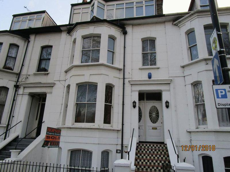 3 Bedrooms Maisonette Flat for rent in Alexandra Road, Southend-On-Sea