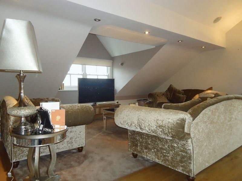 2 Bedrooms Penthouse Flat for sale in 15 Lyndhurst Road, Liverpool