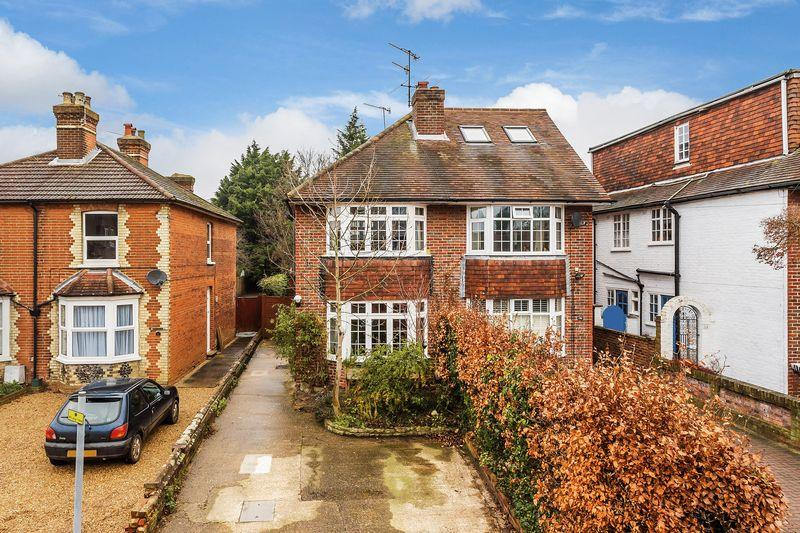 3 Bedrooms Semi Detached House for sale in Guildford, GU1