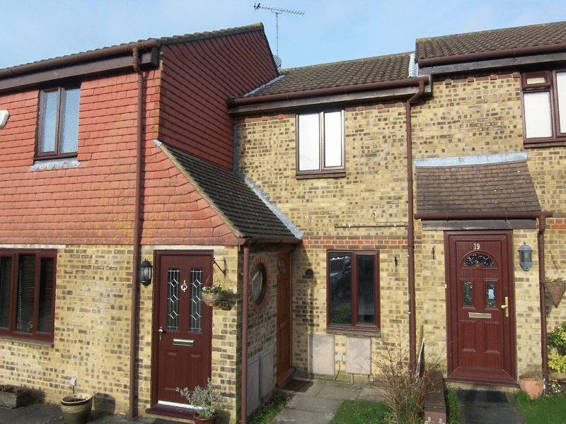 2 Bedrooms Terraced House for rent in TADWORTH
