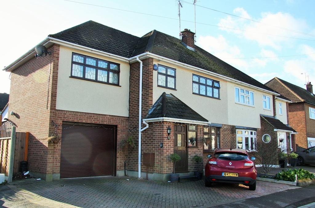 4 Bedrooms Semi Detached House for sale in Carswell Close, Hutton, Brentwood, CM13