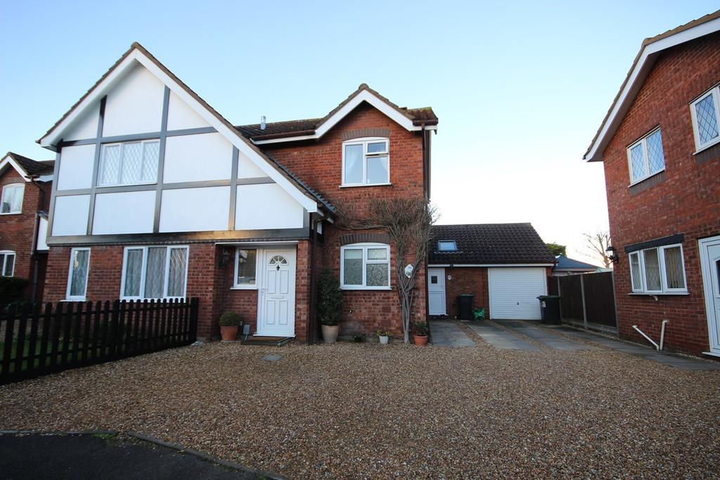 3 Bedrooms Semi Detached House for sale in Oak Tree Road, Ampthill, Bedford, MK45