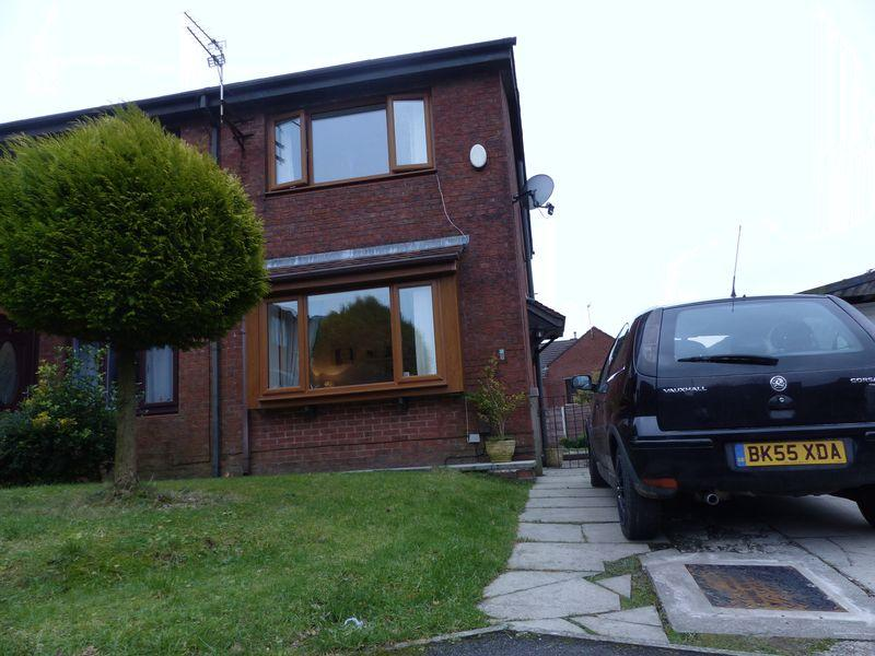 2 Bedrooms Terraced House for sale in Erlesmere Close, Oldham