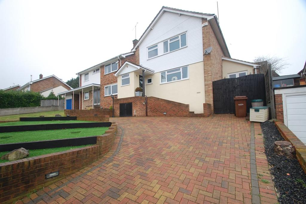 3 Bedrooms Detached House for sale in Chesham Drive, Gillingham, ME8