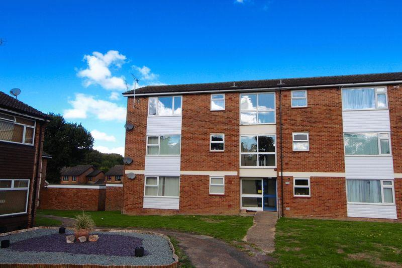 1 Bedroom Flat for sale in 2nd Floor Flat, Caddington
