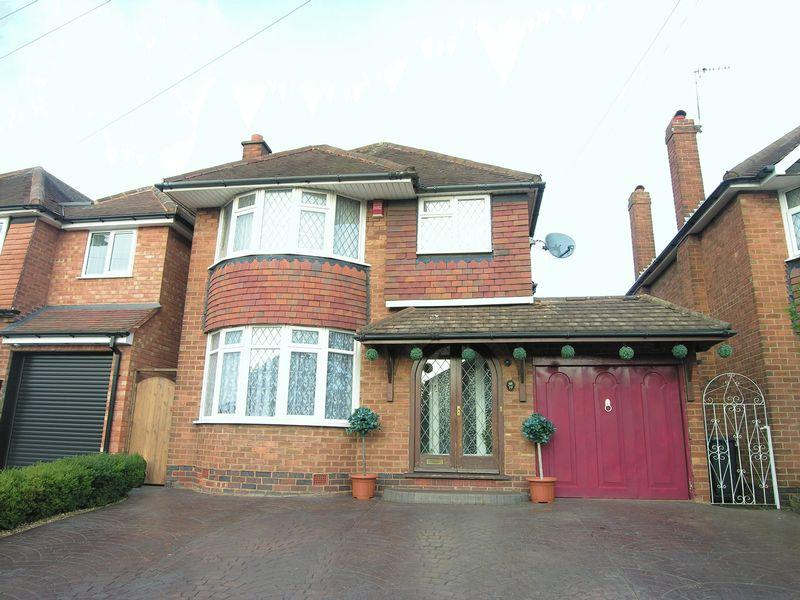 3 Bedrooms Detached House for sale in Lodge Road, Pelsall