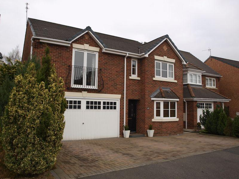 4 Bedrooms Detached House for sale in Thrush Way, Winsford, CW7 3LN