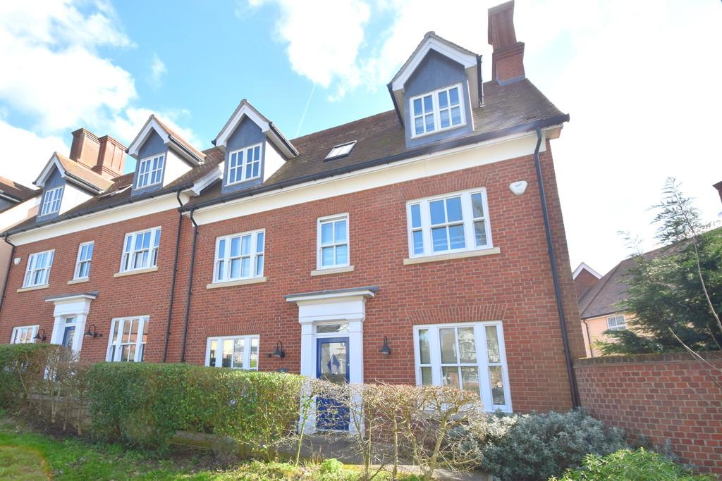 5 Bedrooms Semi Detached House for sale in Broad Road, Bocking, CM7 9RT