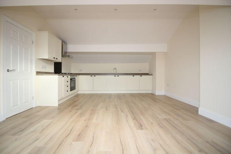 2 Bedrooms Penthouse Flat for rent in Duke Street, Southport