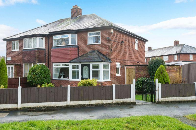 3 Bedrooms Semi Detached House for sale in Martin Avenue, Warrington