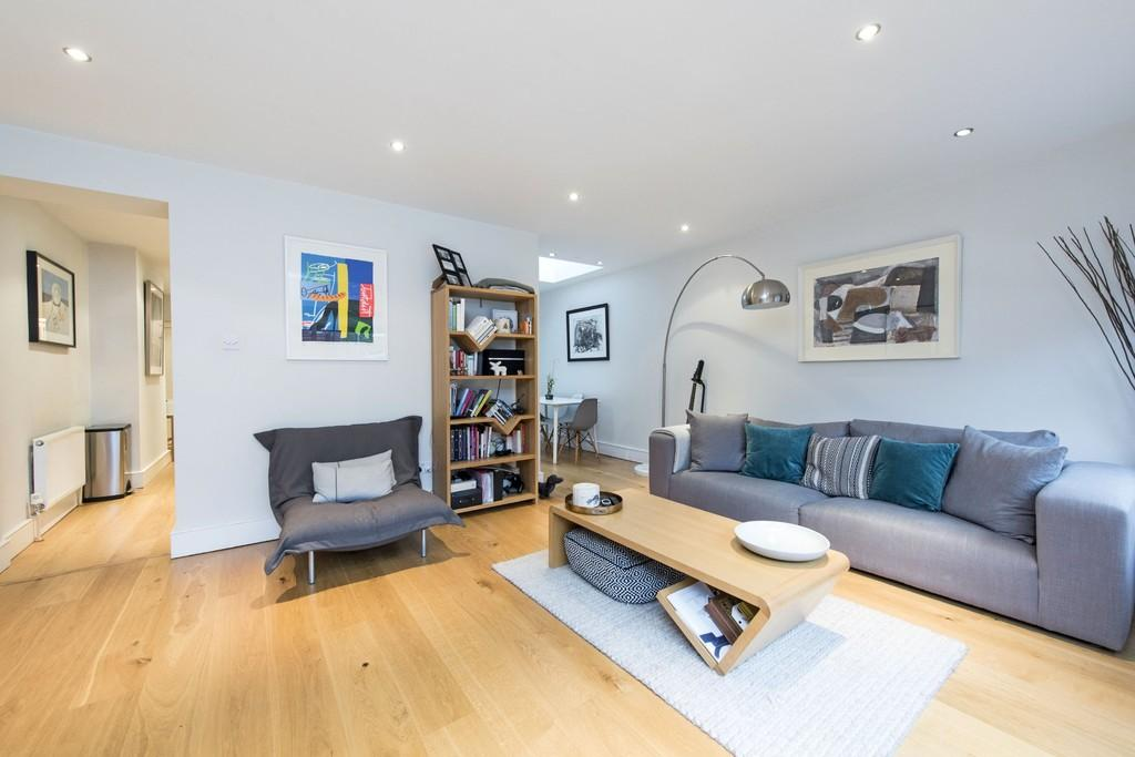 2 Bedrooms Flat for sale in Amner Road, Battersea, London