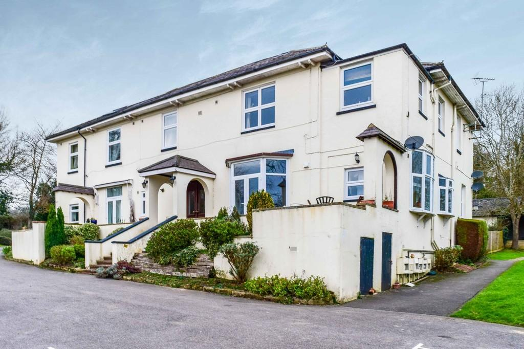 1 Bedroom Apartment Flat for sale in Russ Hill, Charlwood