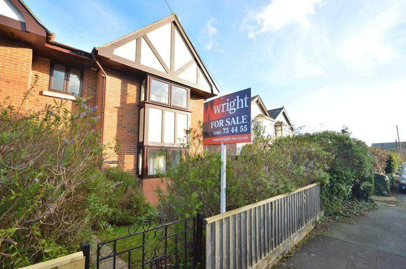 3 Bedrooms Semi Detached House for sale in FRESHWATER BAY