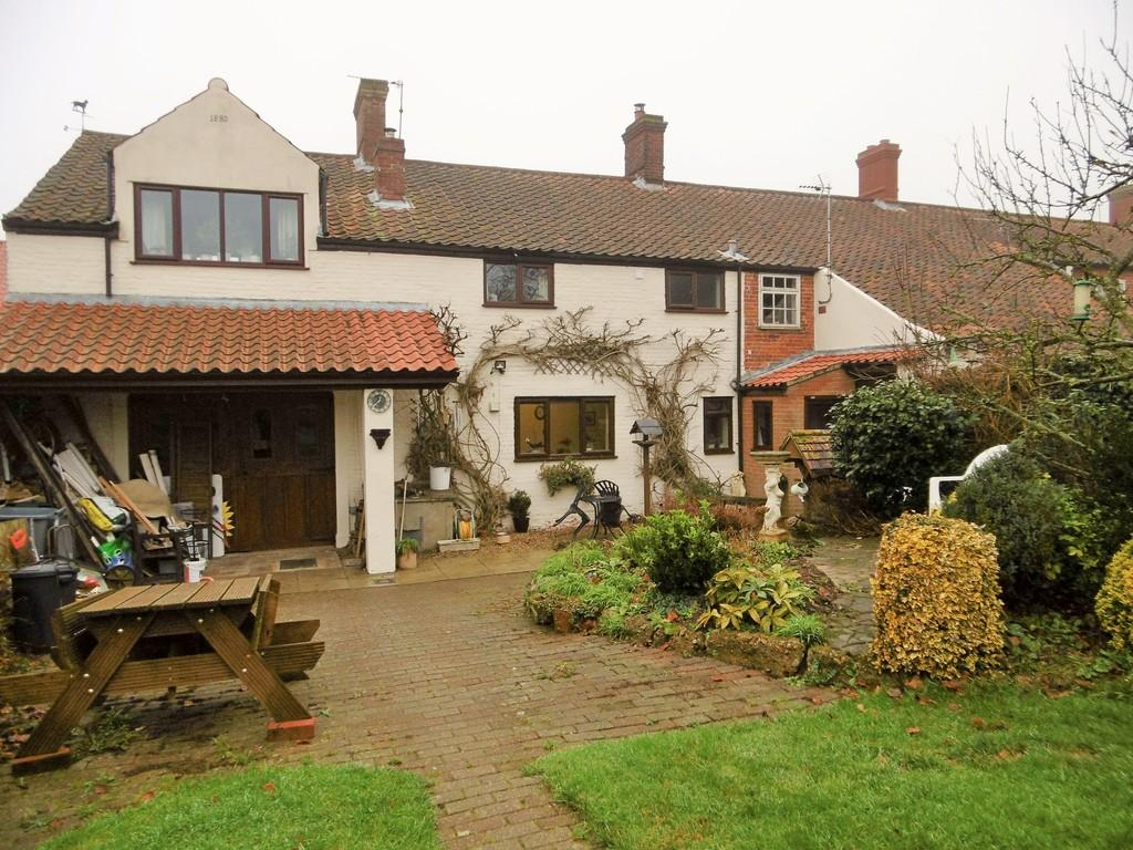 4 Bedrooms Semi Detached House for sale in Cawston