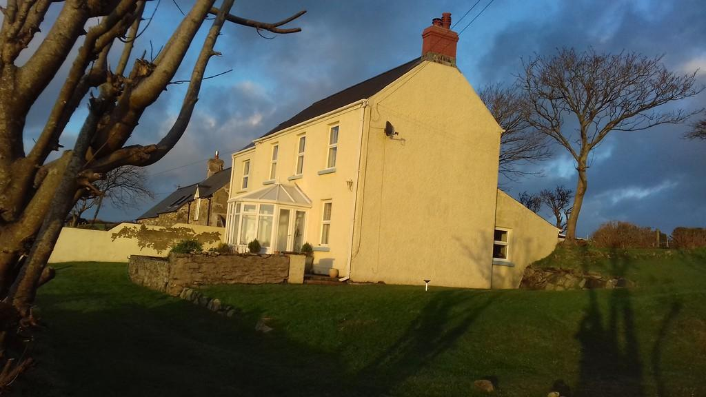 4 Bedrooms Detached House for sale in St Nicholas, Goodwick