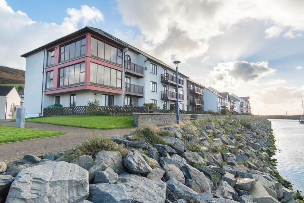 2 Bedrooms Apartment Flat for sale in Trefechan