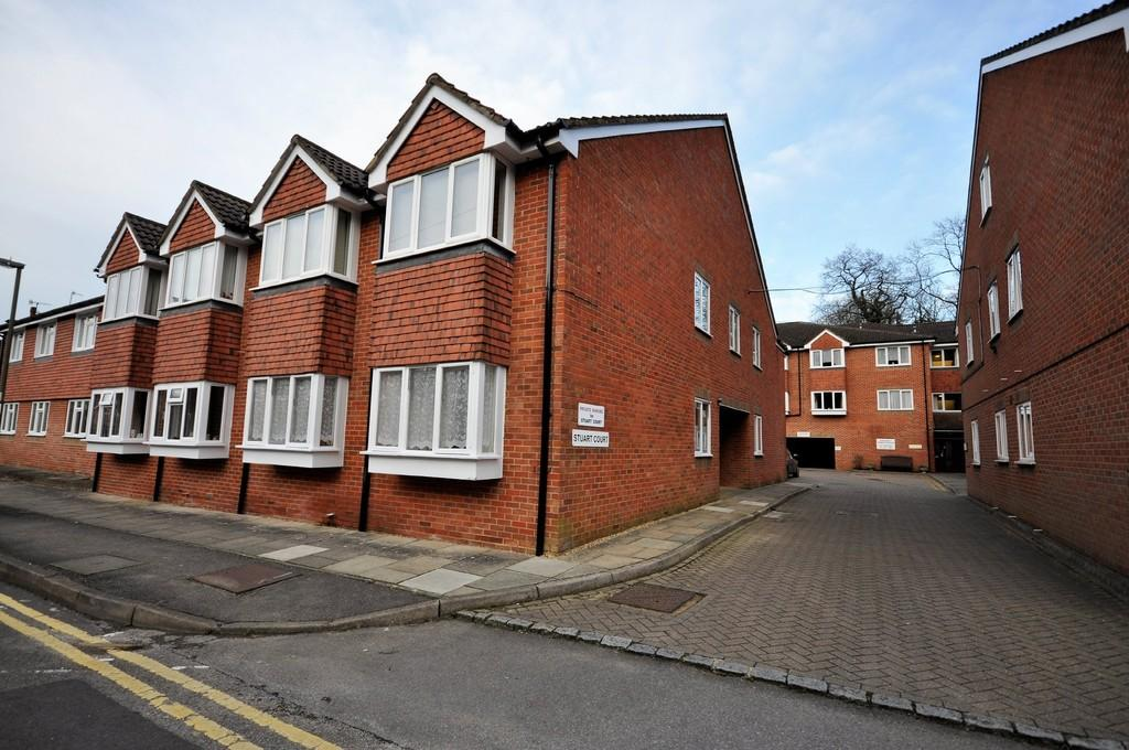 1 Bedroom Ground Flat for sale in Town End Street, Godalming