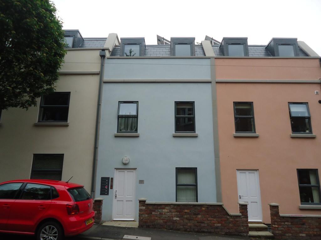 2 Bedrooms Flat for rent in Guild Court, Horfield Road, BS2 8EQ
