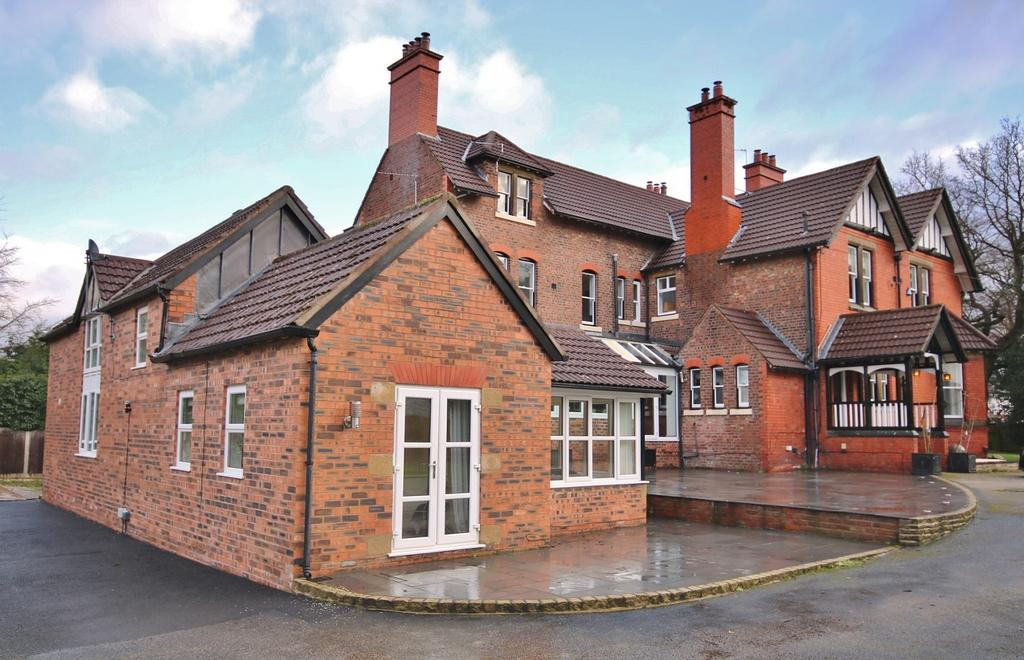 3 Bedrooms Semi Detached House for sale in Manchester Road, Wilmslow