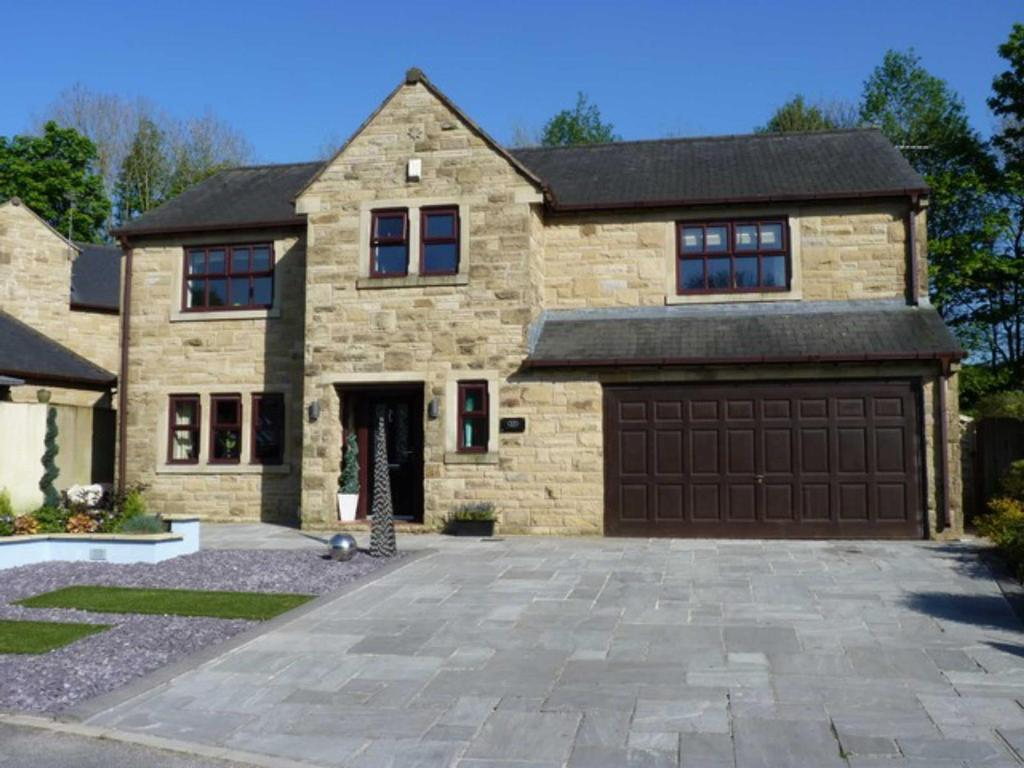 4 Bedrooms Detached House for sale in Browgate, Sawley, Lancashire, BB7