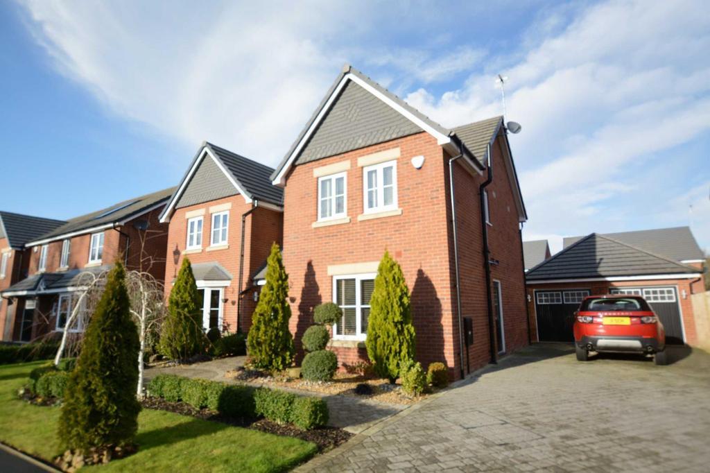 5 Bedrooms Detached House for sale in Elm Close, Calderstones Park, Whalley, Lancashire, BB7