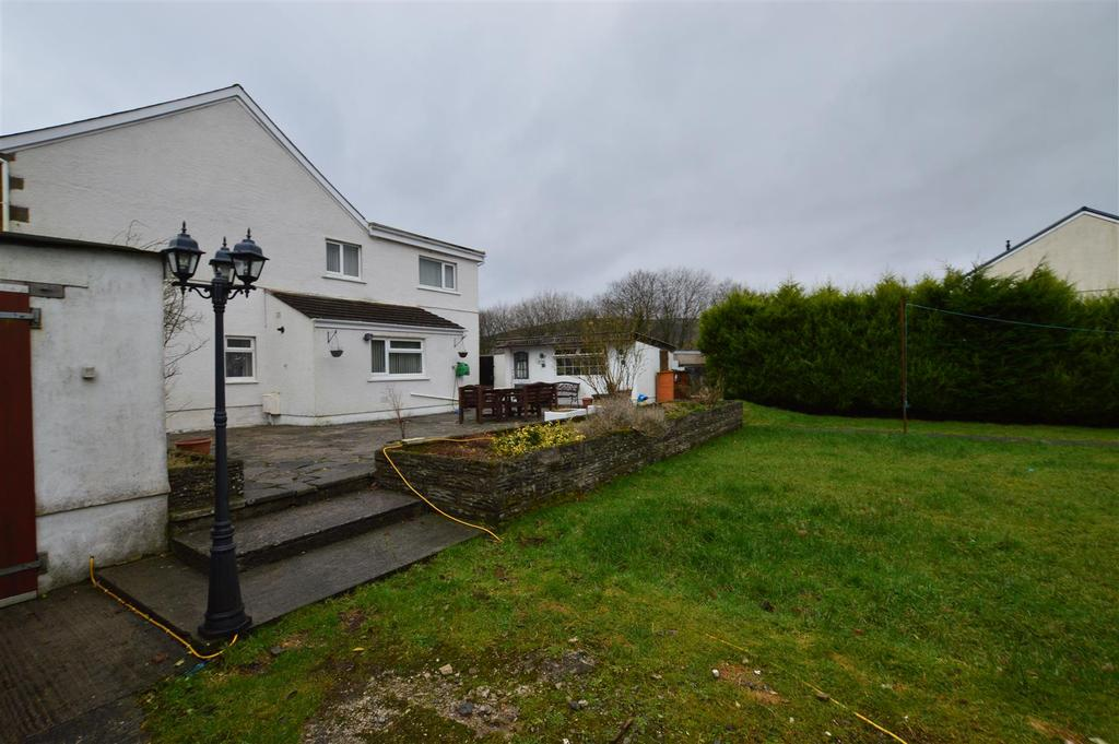 3 Bedrooms End Of Terrace House for sale in Cwmgors, Ammanford