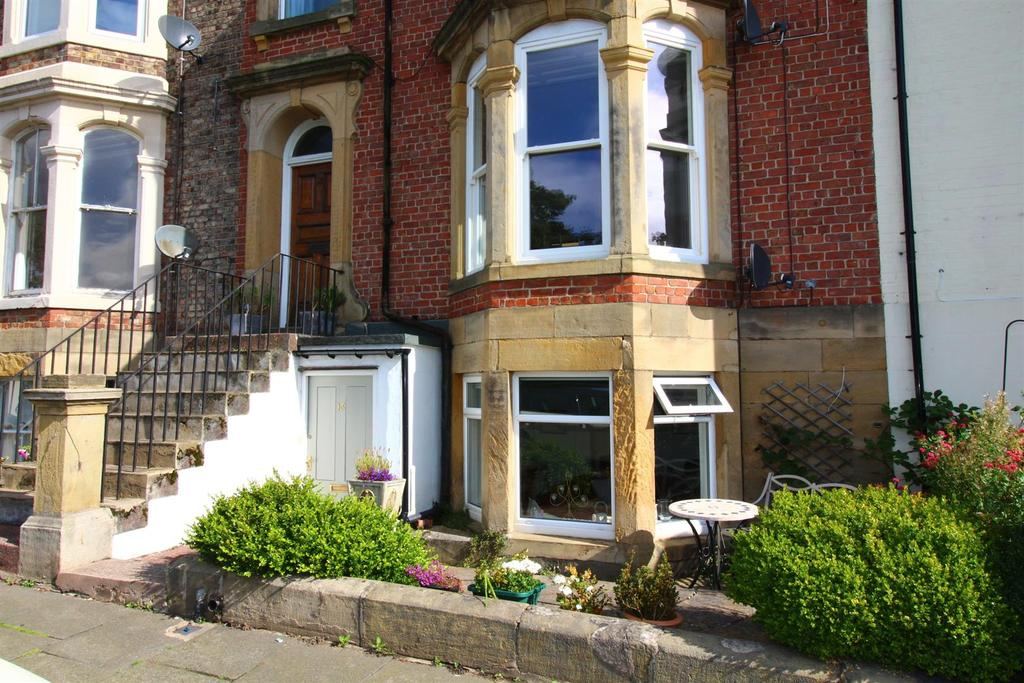 2 Bedrooms Flat for sale in Northumberland Terrace, Tynemouth
