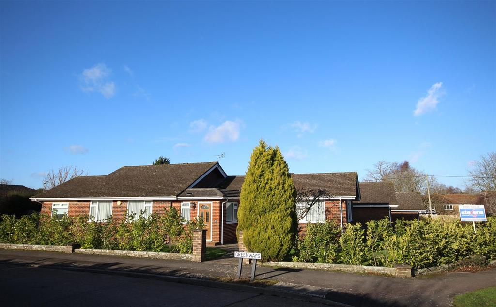 3 Bedrooms Detached Bungalow for sale in Greenways, Henfield