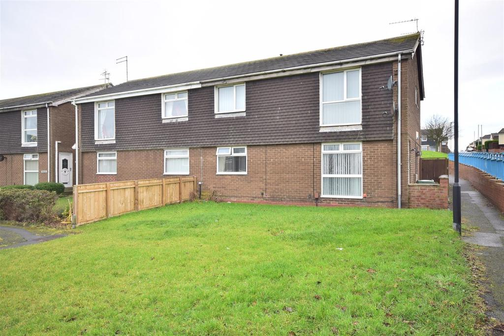 2 Bedrooms Flat for sale in Padstow Close, Hollycarrside, Sunderland