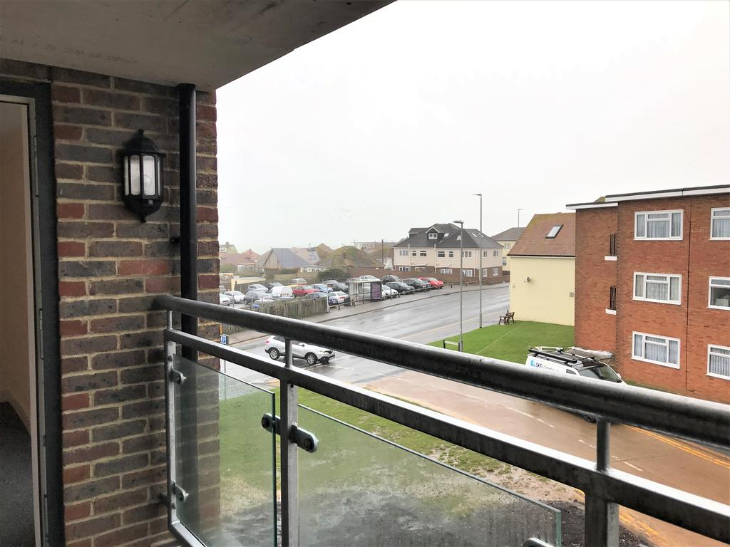 2 Bedrooms Apartment Flat for rent in Steyning Avenue, Peacehaven BN10