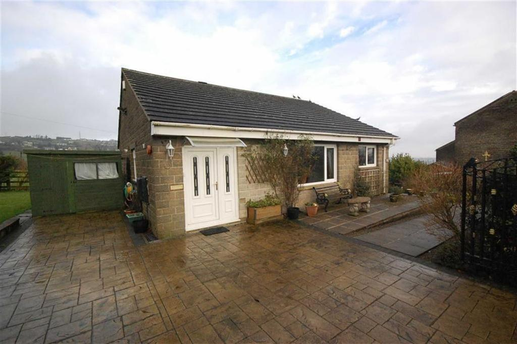 2 Bedrooms Detached Bungalow for sale in Bank End Road, Golcar, Huddersfield, HD7