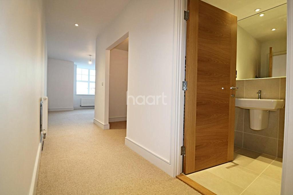 2 Bedrooms Flat for sale in Angels Courtyard, High Street, Colchester, CO1