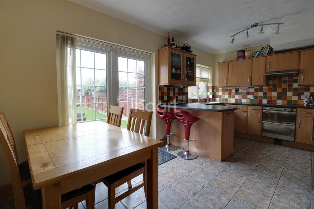 3 Bedrooms Terraced House for sale in Horndon Road, Romford, RM5