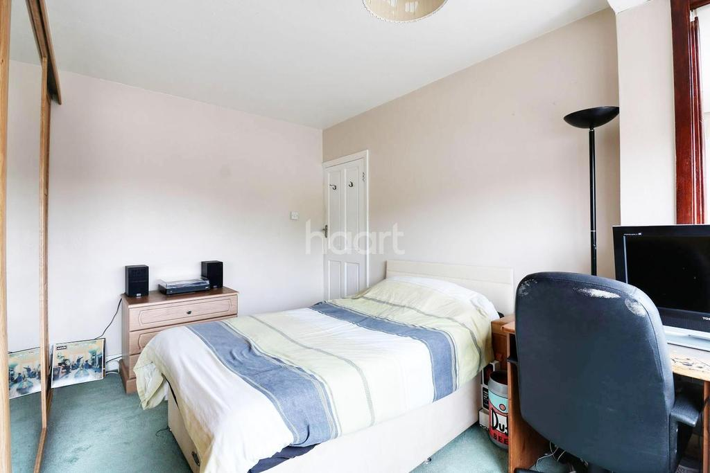 4 Bedrooms Terraced House for sale in Horndon Road, Romford, RM5