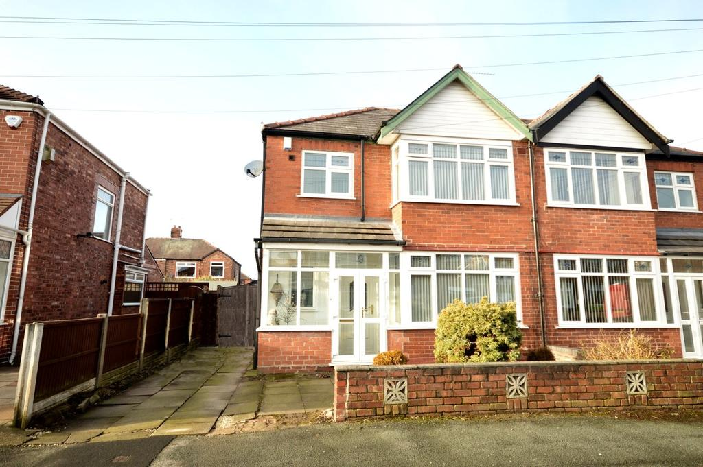 3 Bedrooms Semi Detached House for sale in Derwent Road, Warrington