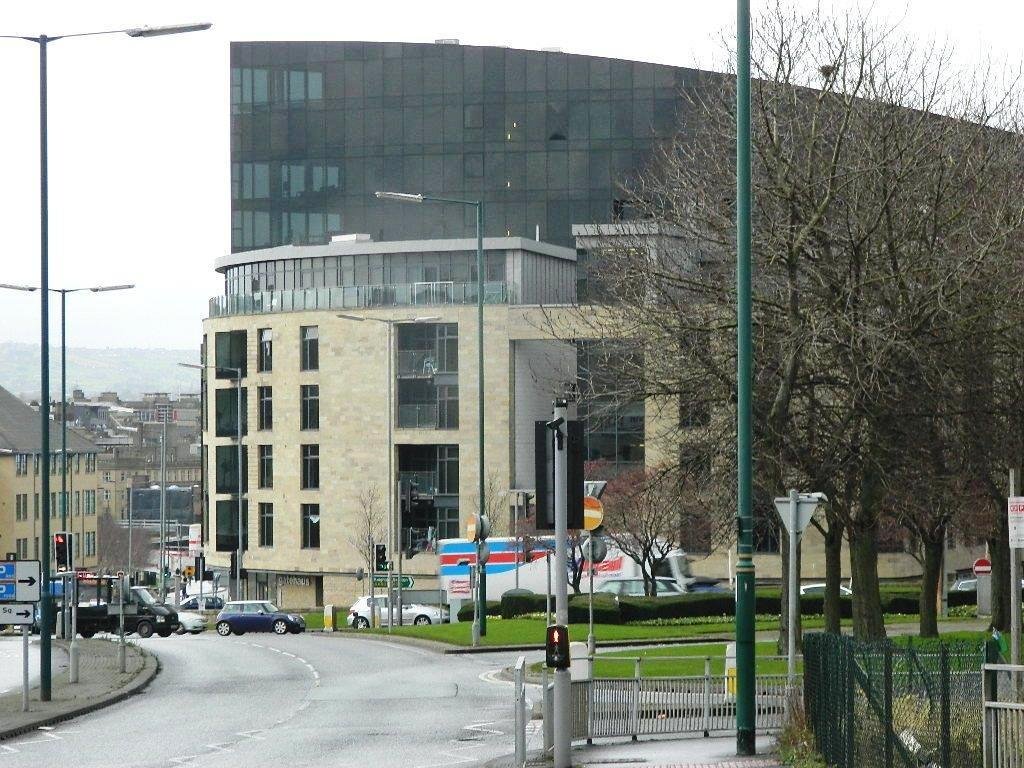 2 Bedrooms Apartment Flat for sale in Leeds Road, Bradford
