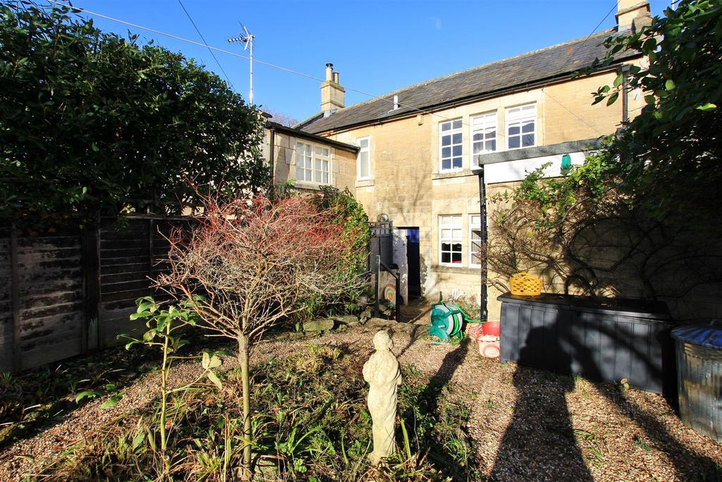 2 Bedrooms Terraced House for sale in Winsley Road, Bradford-On-Avon