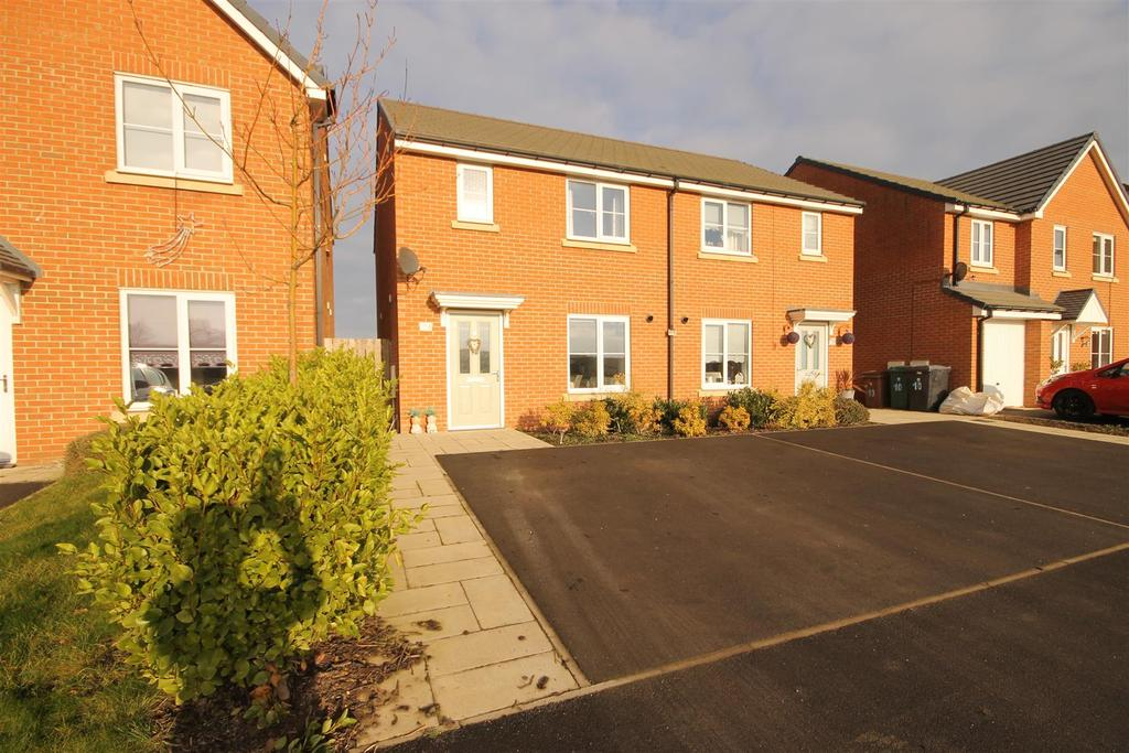 3 Bedrooms Semi Detached House for sale in Vickers Lane, Seaton Carew, Hartlepool