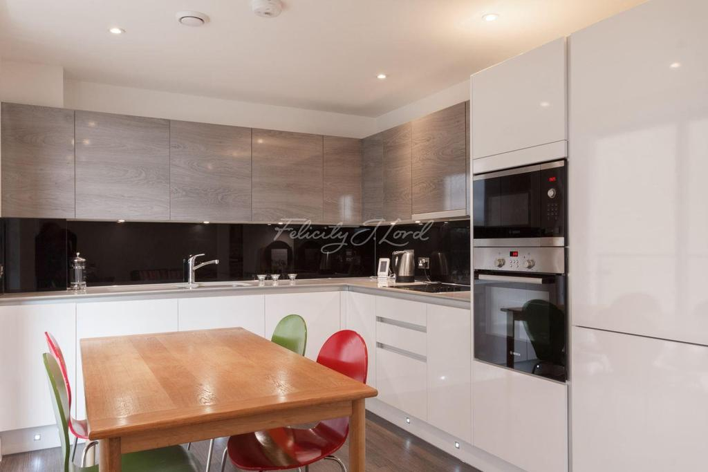 2 Bedrooms Flat for sale in Copper Court, Clapton, E5