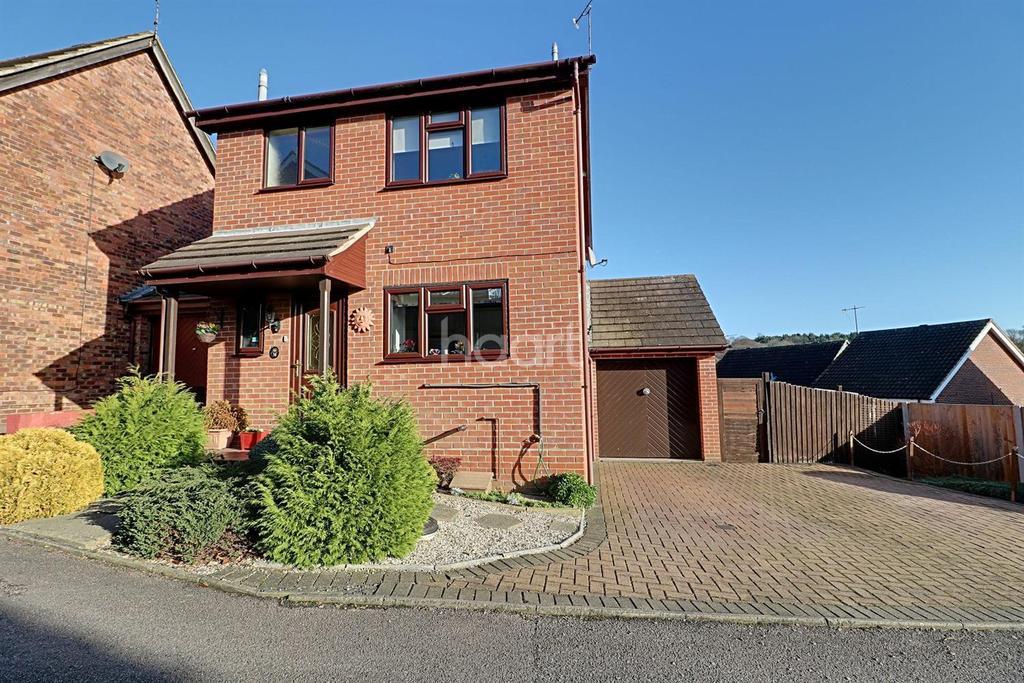 3 Bedrooms Detached House for sale in Egret Crescent, Longridge, CO4