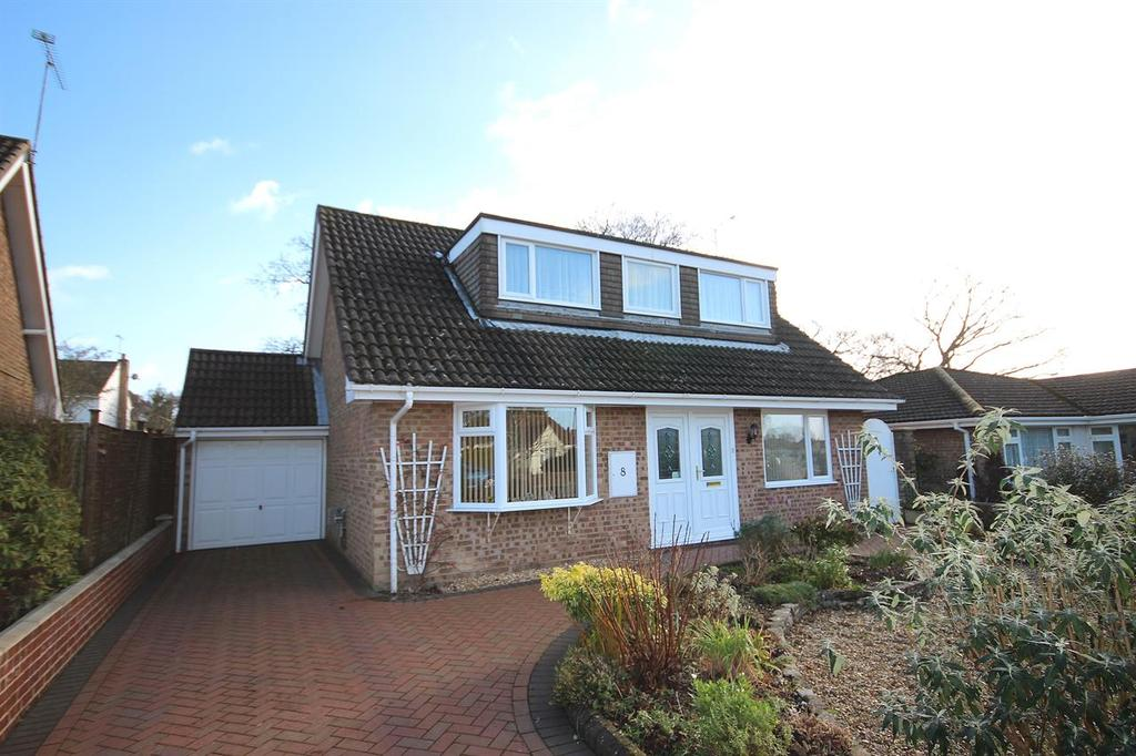 4 Bedrooms Chalet House for sale in Fontmell Road, Broadstone